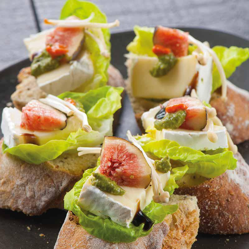 Baguette au brie et aux figues fraîches