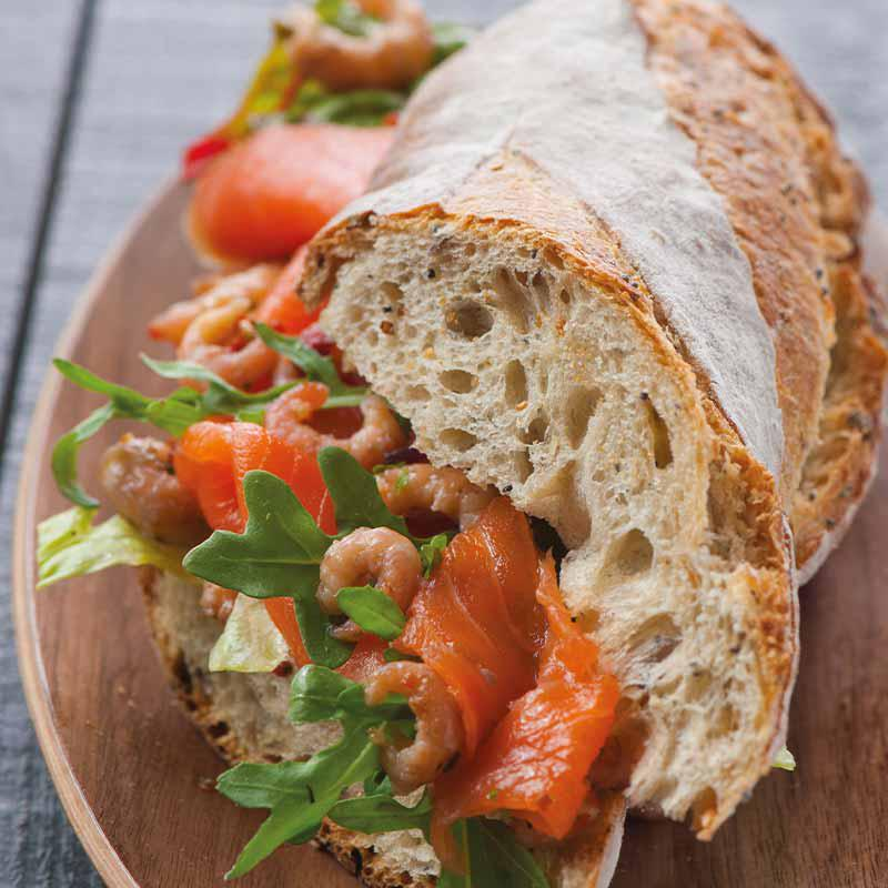 Baguette à la truite saumonée et aux crevettes